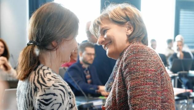 Uschi Schwarzl und Christine Oppitz-Plörer (re.)