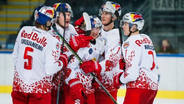 Der Jubel nach dem 15:1-Rekordsieg der RB Hockey Juniros gegen den EC Bregenzerwald war riesig. (Bild: Red Bull/GEPA pictures/ Jasmin Walter)