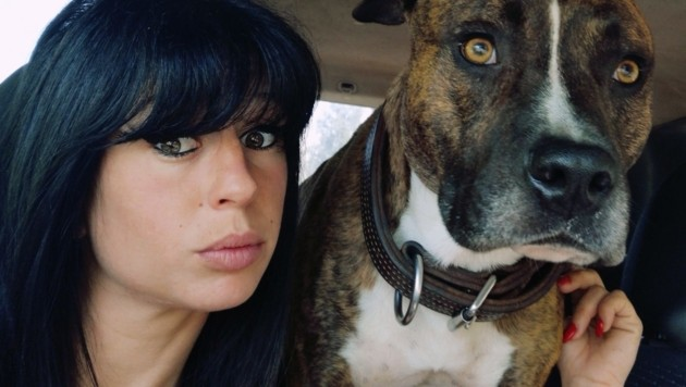 "Elisa Pilarski mit ihrem American Staffordshire Terrier ""Curtis"" (Bild: facebook.com)"