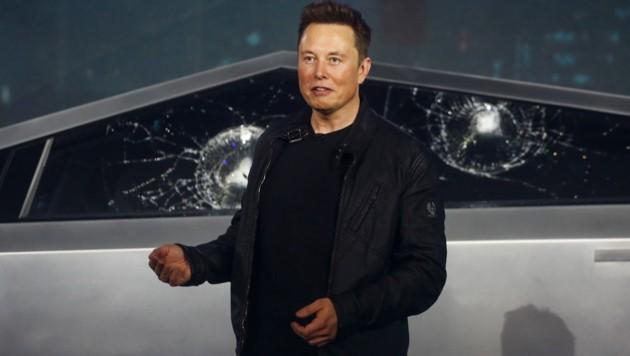 """Tesla-Chef Elon Musk bei der pannenreichen Präsentation des """"Cybertruck"""" (Bild: AP)"""