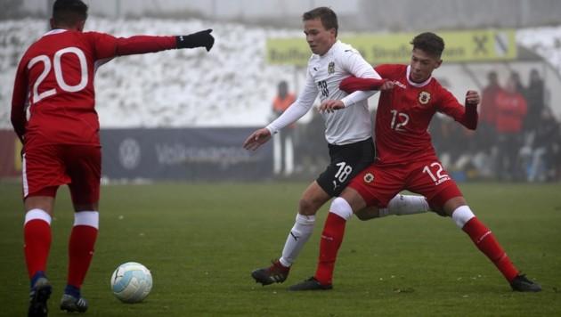 Matthias Seidl (Mitte), zuletzt mit dem ÖFB-U19-Team im Einsatz, darf ab Montag bei Rapid schnuppern. (Bild: Tröster Andreas)