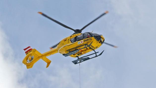 Ein Hubschrauber brachte den Verletzten ins Unfallkrankenhaus. (Symbolbild) (Bild: Christof Birbaumer / Kronenzeitung)