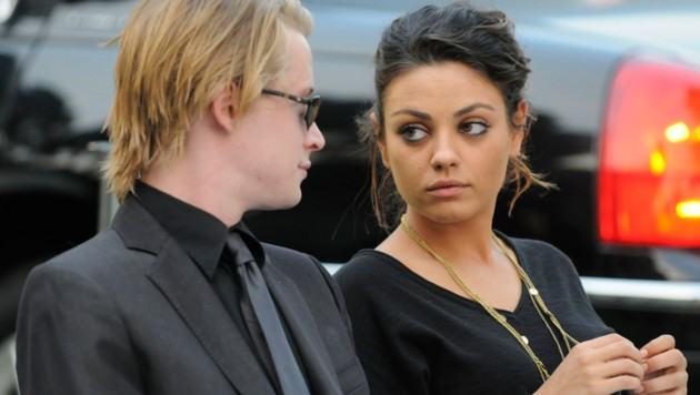 Macaulay Culkin mit Mila Kunis (Bild: 2009 Harrison Funk/The Jackson Family)