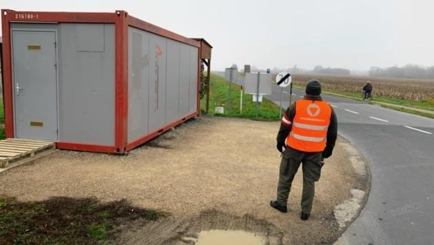 In diesem Container am Grenzübergang geschah das Unglück. (Bild: Christian Schulter)