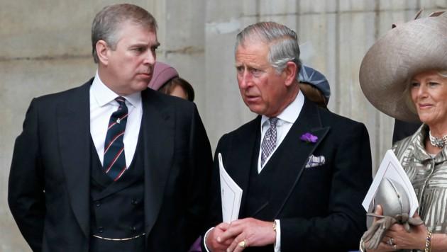 Prinz Andrew, Prinz Charles, Herzogin Camilla (Bild: AFP )