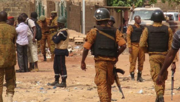 In Burkina Faso verüben islamistische Terrorzellen auch immer wieder Anschläge. (Bild: APA/AFP/STR)