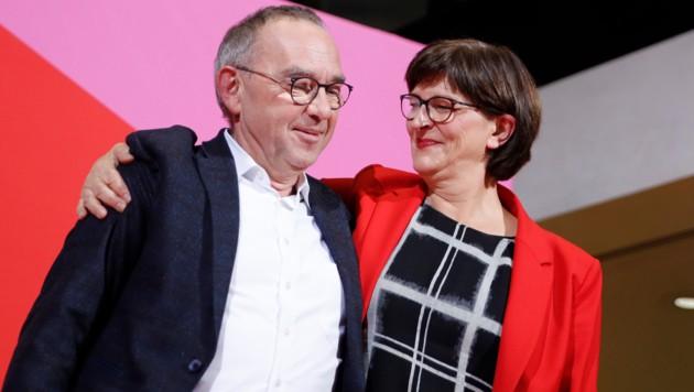 Das neue SPD-Führungsduo Norbert Walter-Borjans und Saskia Esken (Bild: AFP)