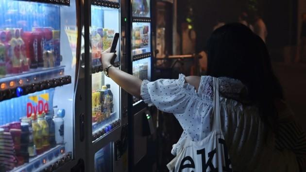Der Vandale zerstörte Snackautomaten (Symbolbild) (Bild: AFP)