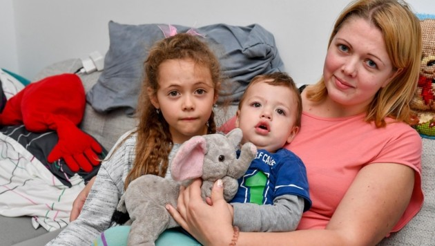 Mutter Jessica (28) mit ihrer siebenjährigen Tochter Luisa und dem einjährigen Söhnchen Tim (Bild: Dostal Harald)