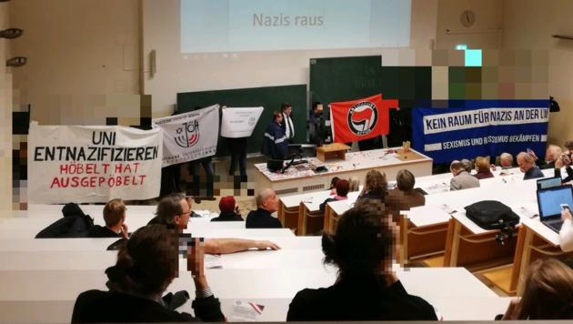 Protestaktion während einer Vorlesung des Historikers Lothar Höbelt (Bild: ÖH Uni Wien)