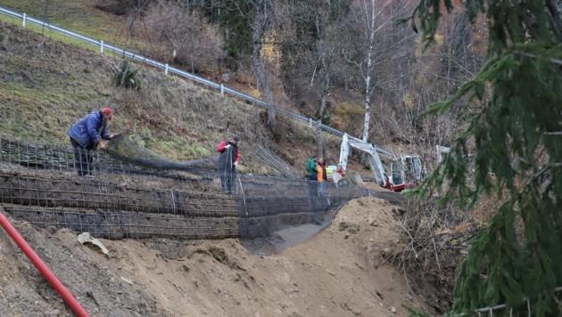 In Flattach und am Flattachberg laufen die Sanierungs- und Sicherungsarbeiten auf Hochdruck. (Bild: Büro Landesrat Gruber)