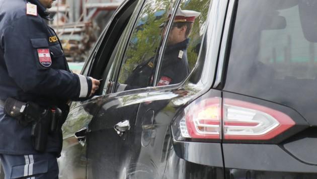Verkehrssicherheit Verkehrskontrolle der Polizei gegen Gurtmuffel usw. mit ÖAMTC und dem Kuratorium für Verkehrssicherheit im Bild (Bild: Juergen Radspieler)