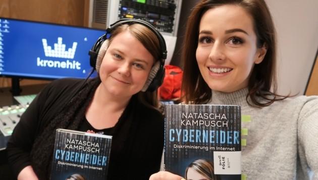 Natascha Kampusch zu Besuch bei kronehit-Moderatorin Katie Weleba (Bild: kronehit)