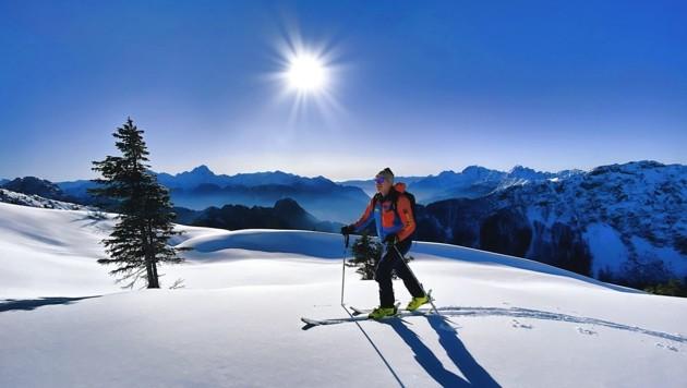 Christian Sölle genießt den Aufstieg in der Wintersonne. (Bild: Wallner Hannes)