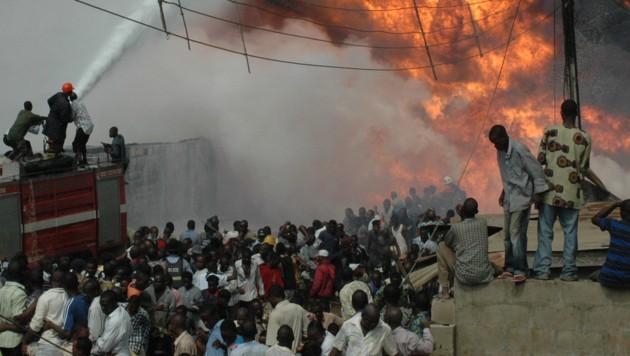 Eine brennende Pipeline im Norden der nigerianischen Metropole Lagos (Symbolbild) (Bild: AFP)