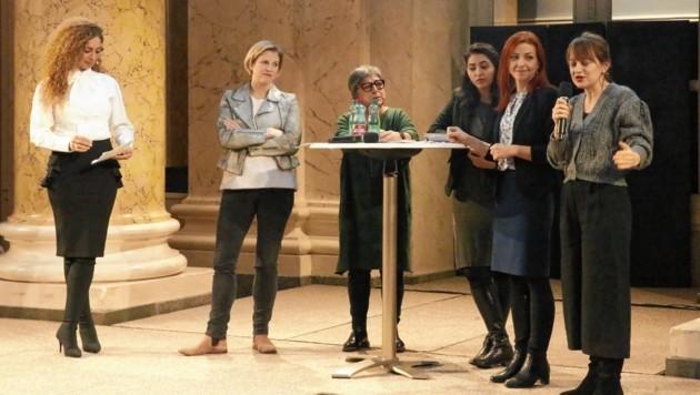 Starkes Frauenteam: NEOS-Chefin Beate Meinl-Reisinger diskutierte mit Integrationsvertreterinnen. Durch das Programm führte ORF-Moderatorin Eser Akbaba (li.). (Bild: Martin Jöchl)