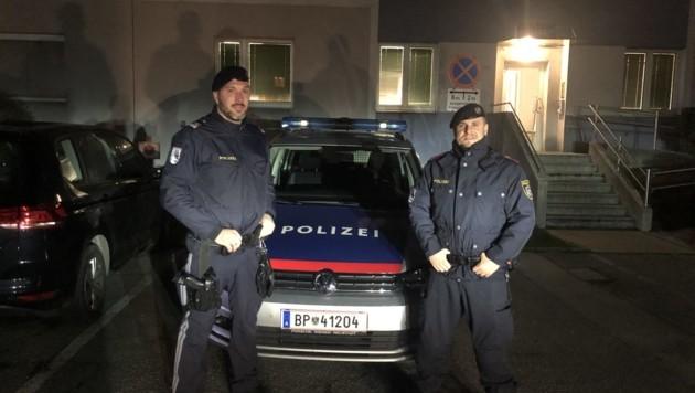 Harald Derfler (39, li.) und sein Kollege Stefan Singer (33) von der Polizeiinspektion Ennser Straße (Bild: Polizei OÖ)