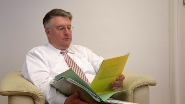 Landesrechnungshofdirektor Ludwig Hillinger prüfte genau. (Bild: Land Salzburg/Monika Rattey)