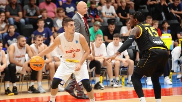 Basketball-Star Bogic Vujosevic (am Ball) kehrt nach Österreich retour. (Bild: Sepp Pail)