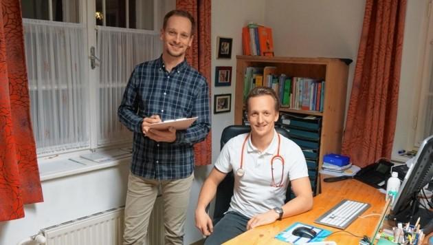 Mediziner Kevin Hanschitz (rechts) mit Bruder und Therapeut Manuel (Bild: Elisabeth Nachbar)