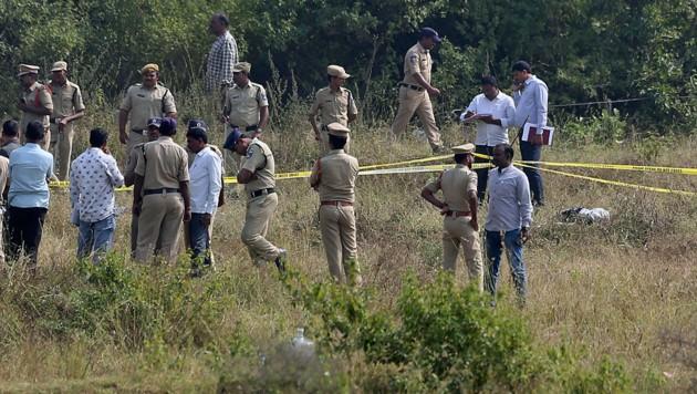 Hier wurden die vier Verdächtigen erschossen, nun ist die Spurensicherung erneut im Einsatz. (Bild: AP)