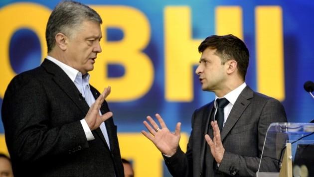 Der ukrainische Ex-Präsident Petro Poroschenko (hier während eines Wahlduells mit seinem Nachfolger) warnt den aktuellen Amtsinhaber Wolodymyr Selenskyj vor einem Treffen mit Kremlchef Wladimir Putin. (Bild: APA/AFP/Sergei CHUZAVKOV)