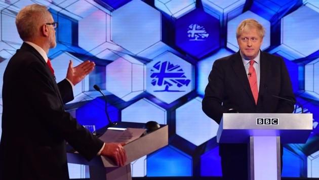 Boris Johnson (rechts) im TV-Duell mit Jeremy Corbyn (Bild: AFP)