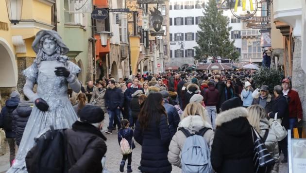 Die Innenstadt in Innsbruck war voll. (Bild: Birbaumer Christof)
