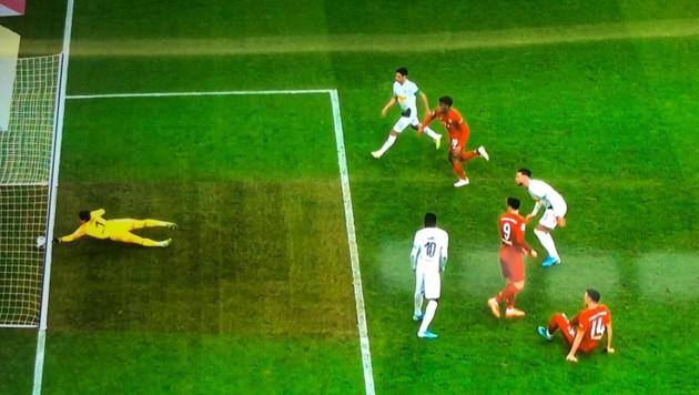 (Bild: twitter.com, Screenshot Sky Sport)