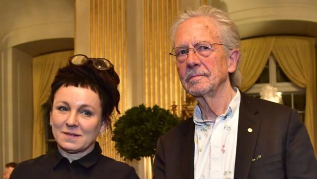 Gemeinsamer Auftritt von Peter Handke und Olga Tokarczuk, die den Nobelpreis für 2018 erst heuer bekommen hat (Bild: APA/AFP/TT News Agency/Jonas EKSTROMER)