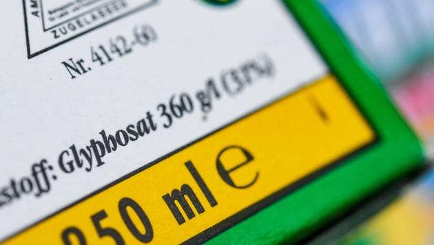 Die Verpackung eines Unkrautvernichtungsmittels, das den Wirkstoff Glyphosat enthält (Bild: APA/ZB/Patrick Pleul)