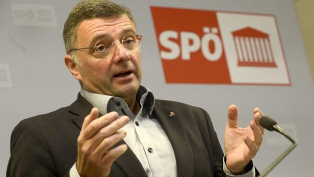 Hätte die SPÖ (im Bild der stellvertretende Klubobmann Jörg Leichtfried) den Antrag vorab der EU-Kommission zusenden müssen? (Bild: APA/HERBERT PFARRHOFER)