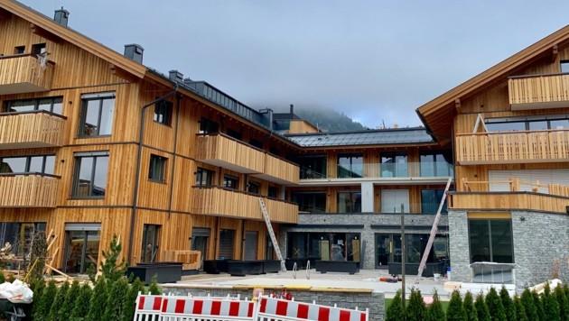 In Zell am See entsteht gerade das nächste Aparthotel. Eine Kennzeichnungspflicht hilft Gemeinden, das zu verhindern. (Bild: Zur Verfügung gestellt)