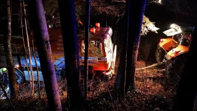 Ein Lkw drohte in Ludmannsdorf über eine Böschung abzurutschen. Die Feuerwehr Ludmannsdorf stand im Einsatz - erfolgreich! (Bild: FF Ludmannsdorf)