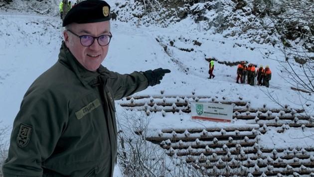 Heinz Zöllner vor der Krainerwand im Schattbachgraben (Bild: Kevin Geissler)