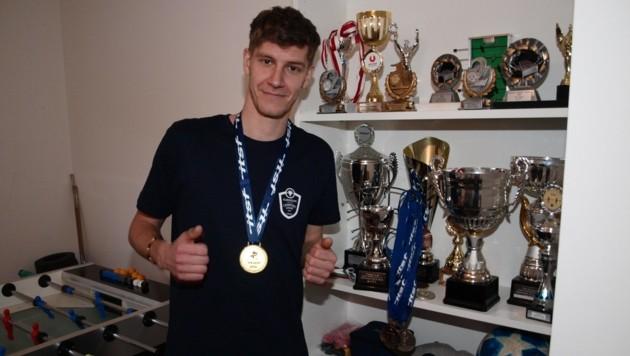 Matthias Schöpf zählt zu den besten Tischfußballspielern der Welt. (Bild: Daum Hubert)