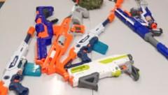 Mit diesen Spielzeugwaffen haben die Buben hantiert. (Bild: LPD Steiermark)