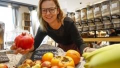 Christina Strauß verkauft Obst und Gemüse ohne Plastik (Bild: Tschepp Markus)
