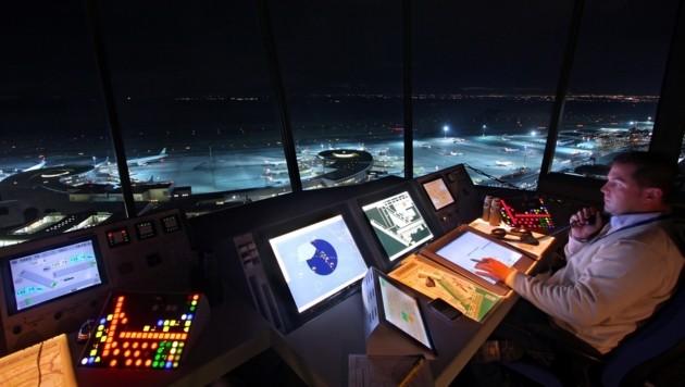 Der Tower in Wien-Schwechat, über den unter anderem Starts und Landungen koordiniert werden. (Bild: Thales)