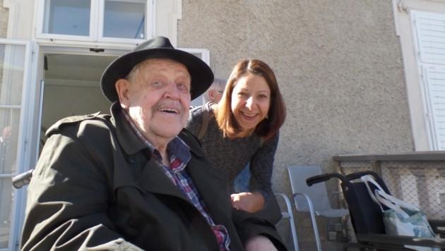 Jenny Lehrl mit Adolf Fürbas (Bild: Diakonie)