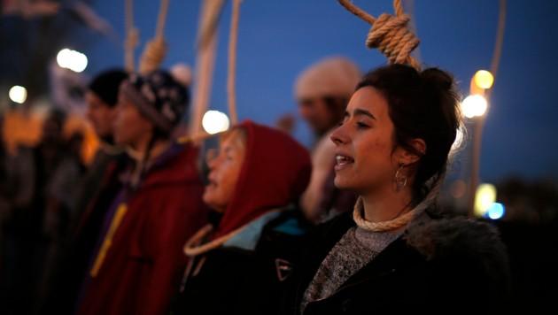 Aktivisten protestierten vor dem Kongresszentrum, in dem der Klimagipfel COP25 stattfand. (Bild: AP)