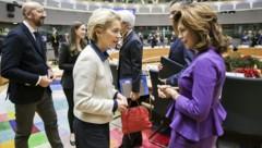 Bierlein (re.) und von der Leyen beim EU-Gipfel am Freitag in Brüssel (Bild: APA/BKA/ANDY WENZEL)
