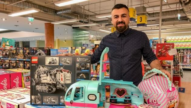 Spielwarenhändler Tohumci setzt auf Klassiker: Lego für Jungs und Püppchen für Mädchen. (Bild: Berger Hubert)
