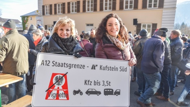 "BA Ludwig (links) mit LHStv. Felipe beim Fest der ""Maut-Freiheit"". (Bild: Hubert Berger)"