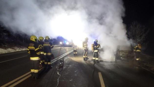 Die Aufgabe der Feuerwehren bestand in der Absicherung und dem Ausleuchten der Unfallstelle. (Bild: FF-Althofen )