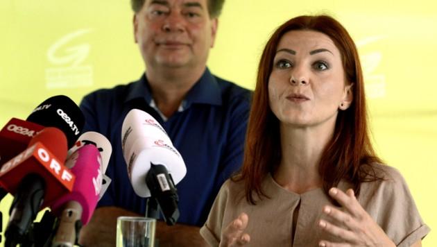 Werner Kogler und Ewa Ernst-Dziedzic bei der Präsentation des Wahlprogramms der Grünen im August 2019 (Bild: APA/HERBERT PFARRHOFER)