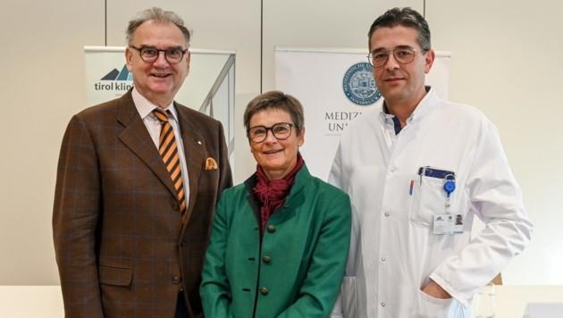 Fleischhacker, Kofler und der neue Klinikdirektor Hofer (v.li.) (Bild: LIEBL Daniel   zeitungsfoto.at)