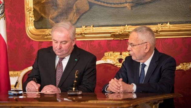 Hermann Schützenhöfer und Alexander Van der Bellen (Bild: Jakob Glaser)