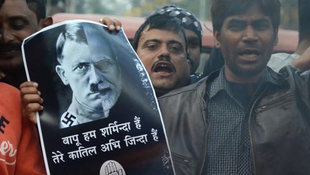 Diese Muslime vergleichen Premier Narendra Modi mit Adolf Hitler. (Bild: APA/AFP/DIPTENDU DUTTA)