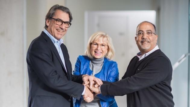 Stefan Pierer (l.) mit Susanne und Felix Puello, die weiter Geschäftsführer von Fahrrad-Hersteller Pexco bleiben werden. (Bild: Pexco/Schedl)